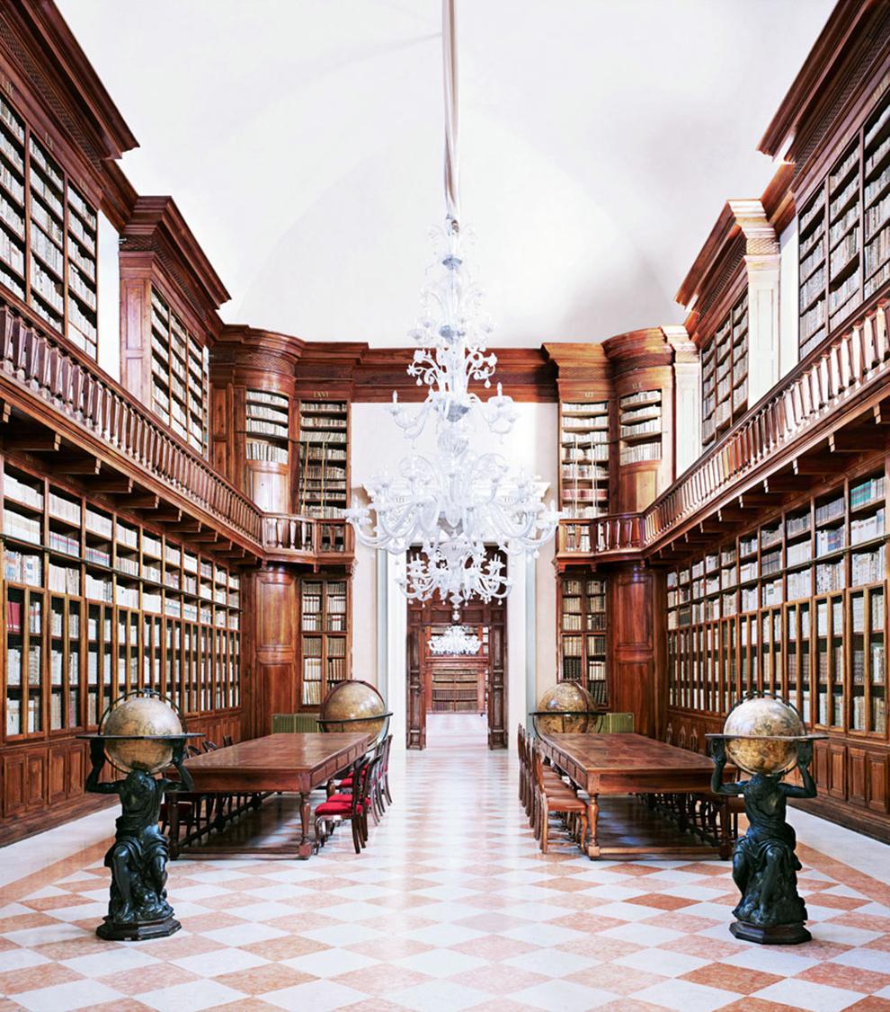 fotografía Candida Höfer Biblioteca Teresiana del Palacio Ducal de Mantova