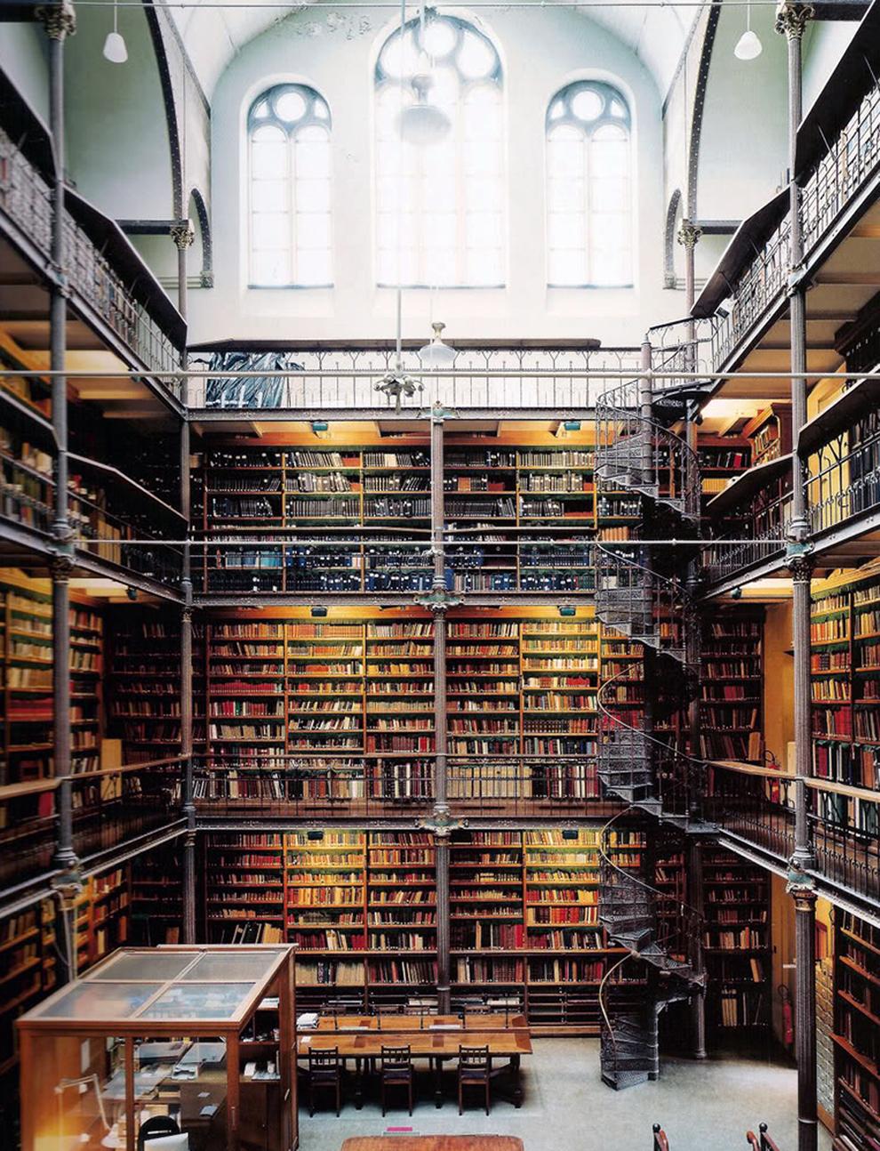 fotografía Candida Höfer Biblioteca del Rijksmusuem, Ámsterdam