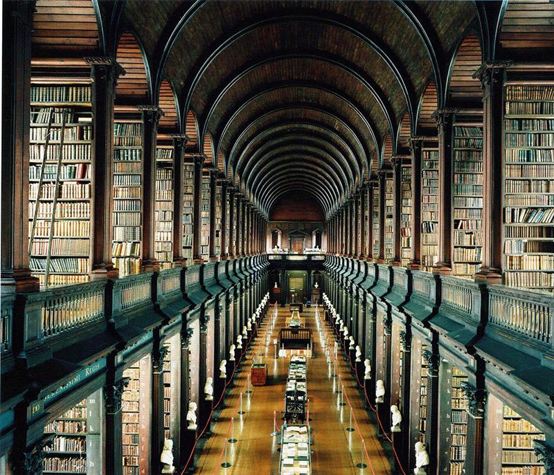 fotografía Candida Höfer Biblioteca del Trinity College, Dublin