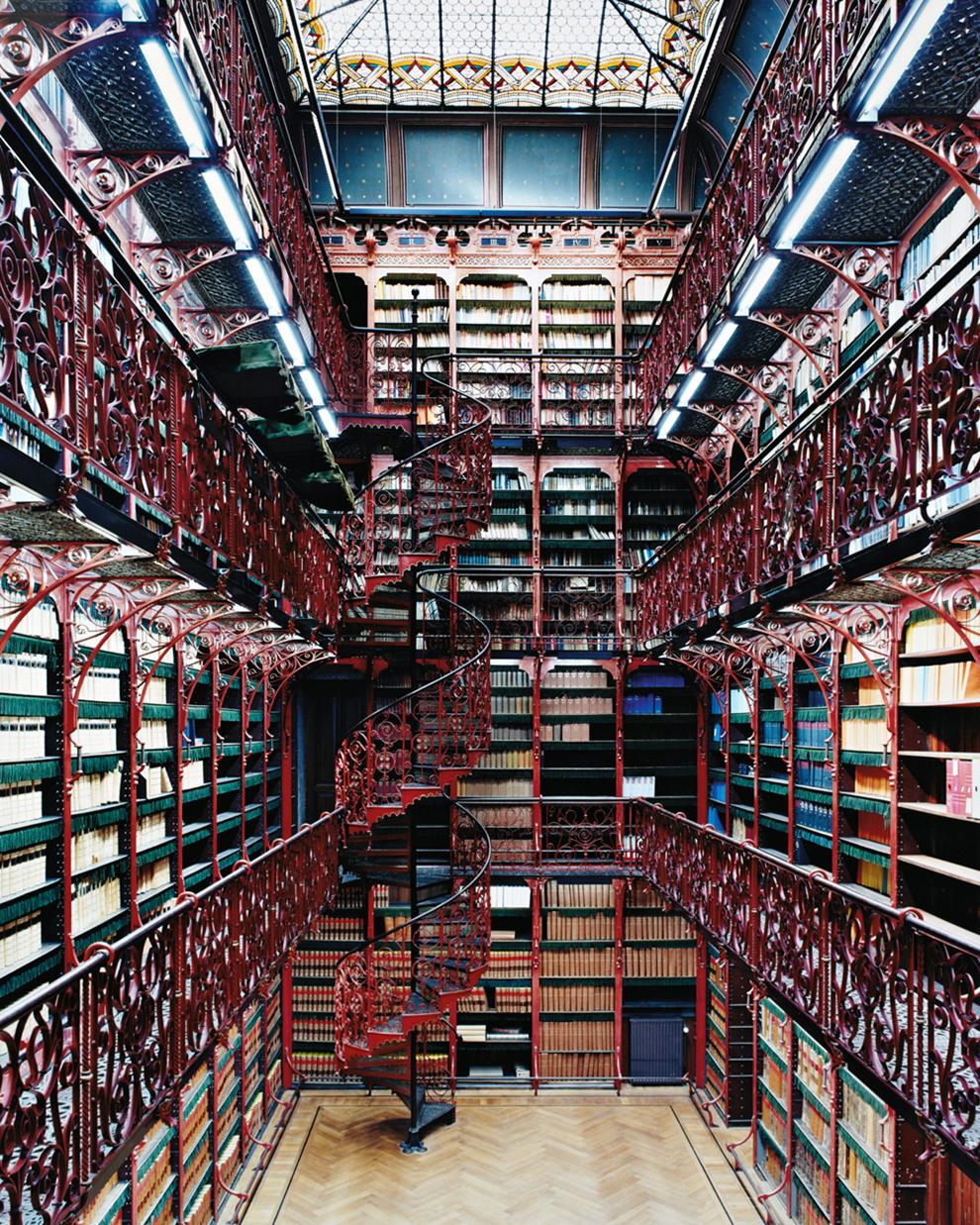 fotografía Candida Höfer Antigua biblioteca del Ministerio de justicia. Handelingenkamer, La Haya, Holanda
