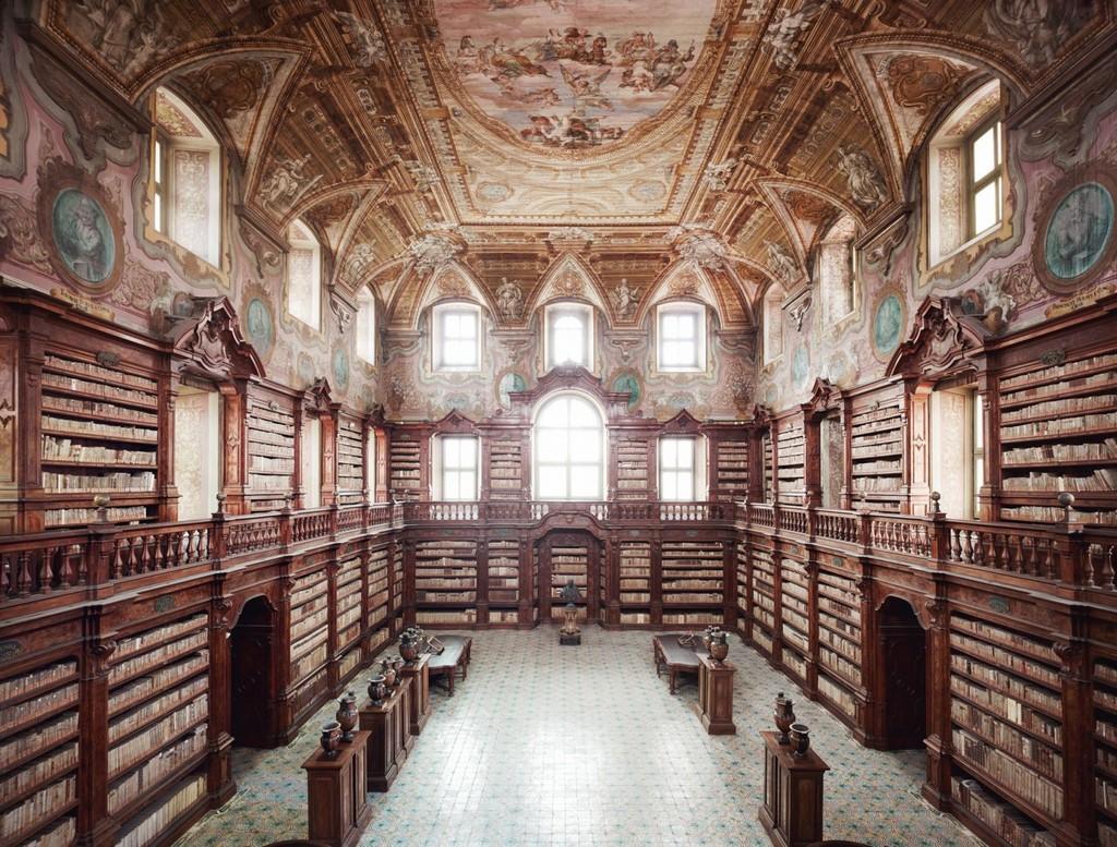 fotografía Candida Höfer Biblioteca dei Girolamini di Napoli