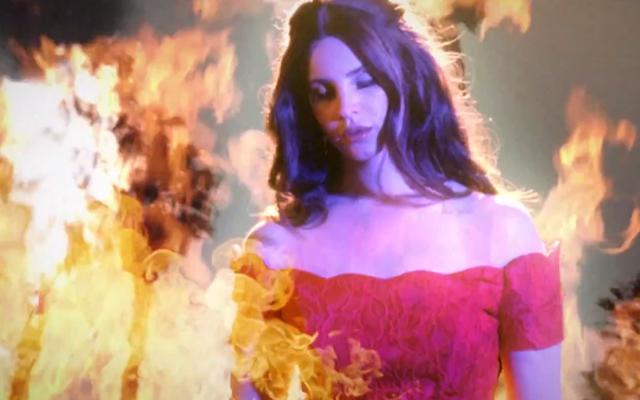 Lana del Rey mantiene su línea vintage en el videoclip de West Coast
