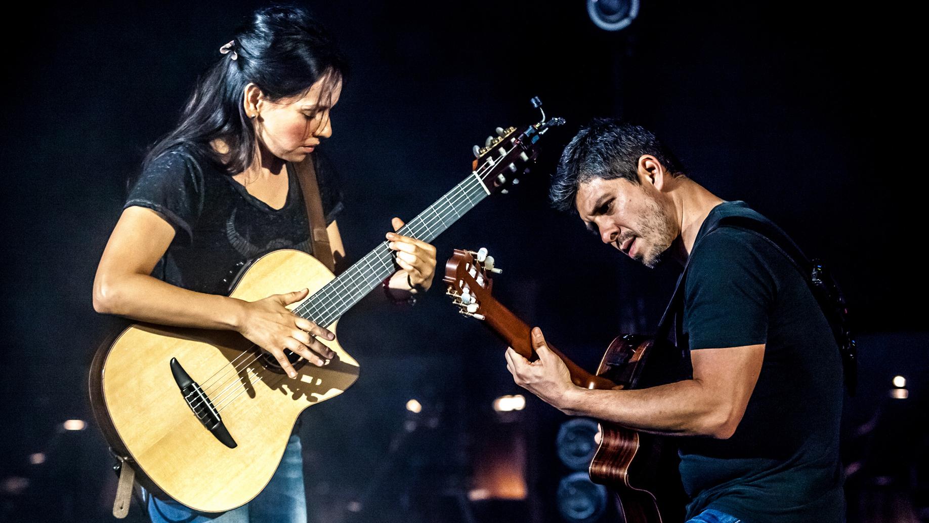 Rodrigo y Gabriela, de la calle a los estadios