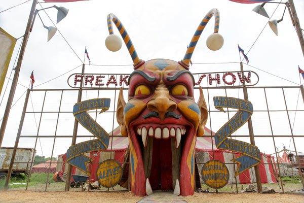 American Horror Story Freakshow - Monsters Among Us