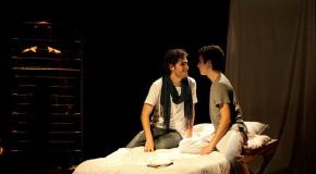 [Teatro] Luz frágil: aunque no queramos, a todos se nos ve el plumero