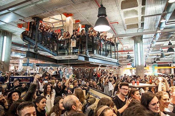 Urban Outfitters enloquece Barcelona 2